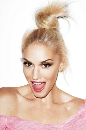 Le-Fashion-Blog-Happy-New-Years-Gwen-Stefani-Pink-Lipstick-Bun-Top-Knot-Pink-Dress-Celebrity-Style-Harpers-Bazaar